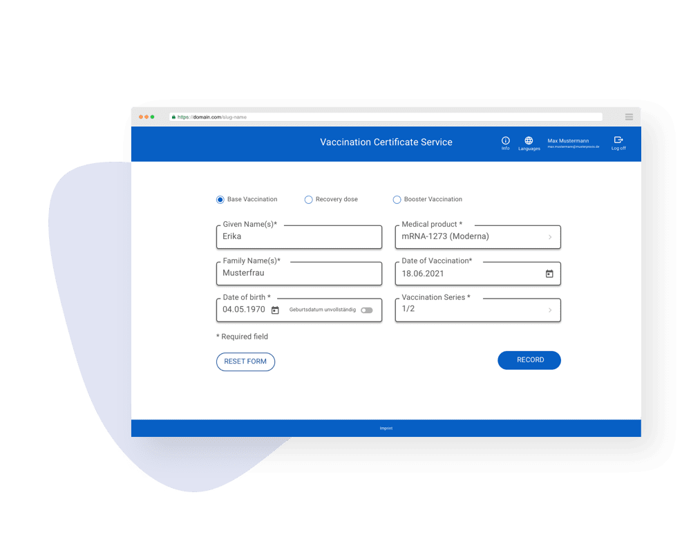 Online form in the web application with fields for entering vaccination data and the vaccinated person's data.